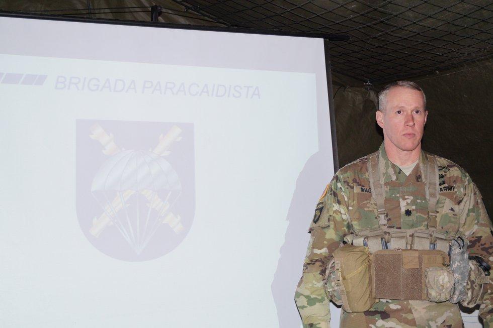 El teniente coronel Michael Wagner, del ejército de EEUU, fue uno de los encargados de explicar el programa a la prensa