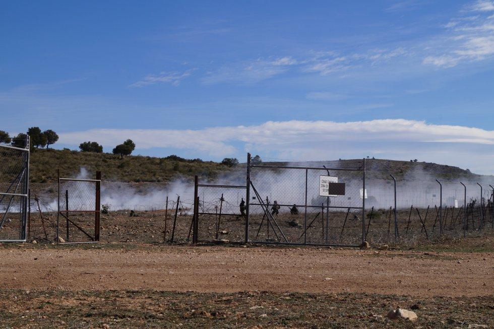 El humo precede a la expolsión en la zona