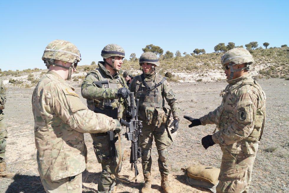 Intercambio de armamento entre el ejército español y el estadounidense