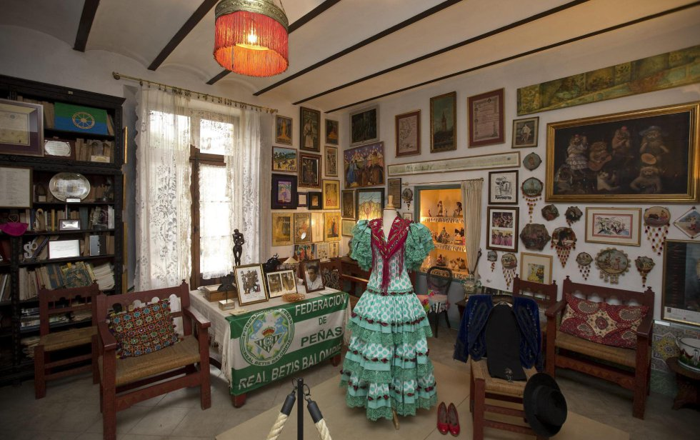 La sala de baile donde ensayaba Cayetana, en la que se muestra uno de su trajes de flamenca preferidos