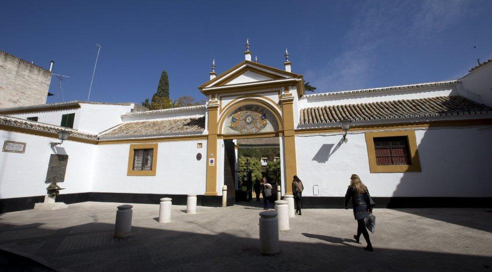 Entrada principal de la Casa Palacio de las Dueñas