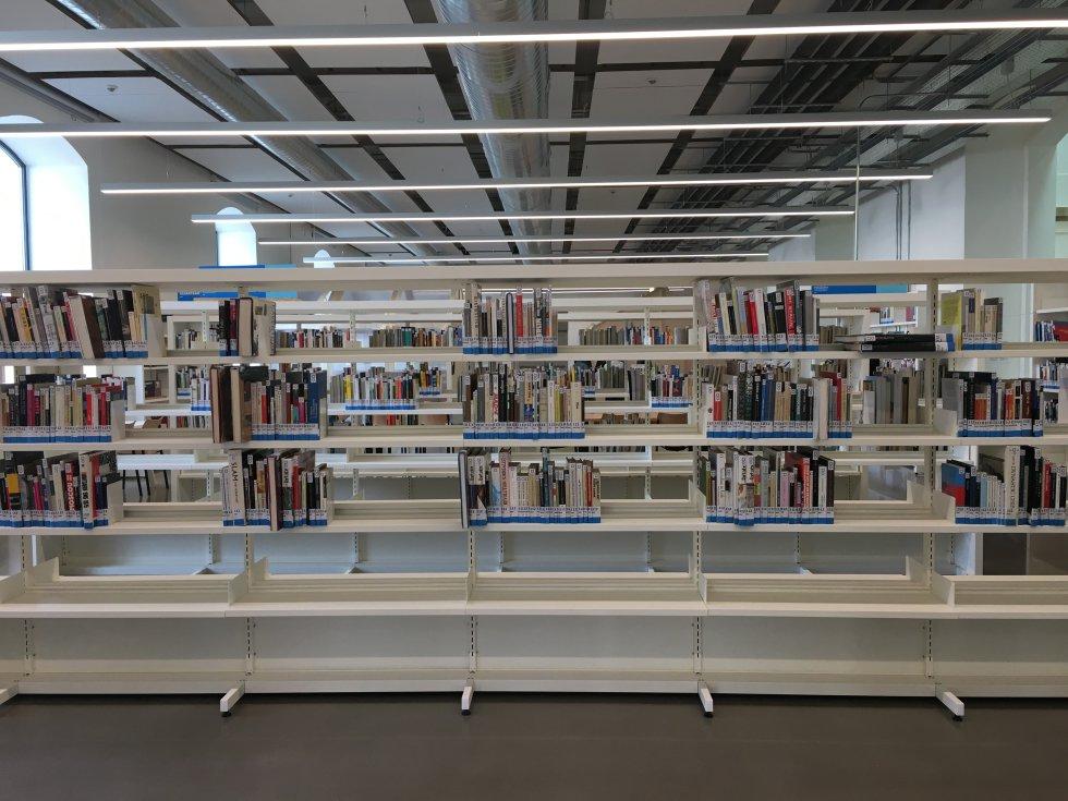 Ubik ofrece la posibilidad de sacar de su espacio físico los contenidos, dispositivos o juguetes existentes en la biblioteca y para ello se ha puesto en marcha un servicio de préstamos. Tan sólo hace falta ser socio de la biblioteca.
