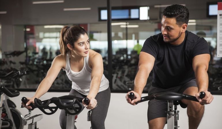 Rutina para bajar de peso rapido en gimnasio moderno