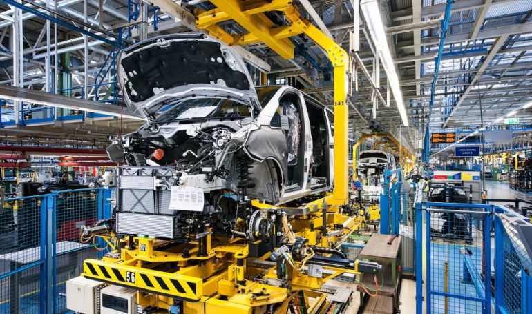 Cadena de montaje de la factoría de Vitoria de Mercedes Benz