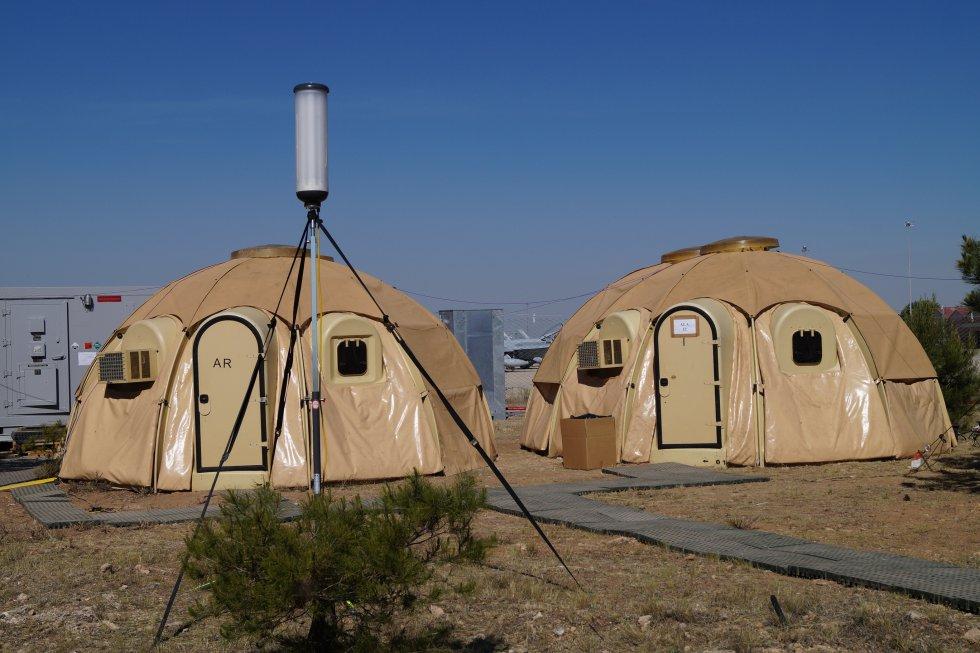 Las tiendas de campaña están totalmente equipadas con aire acondicionado y todo tipo de comunicaciones