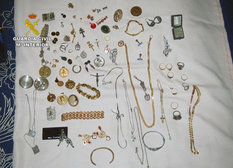 La Guardia Civil expone un centenar de objetos robados para su ...