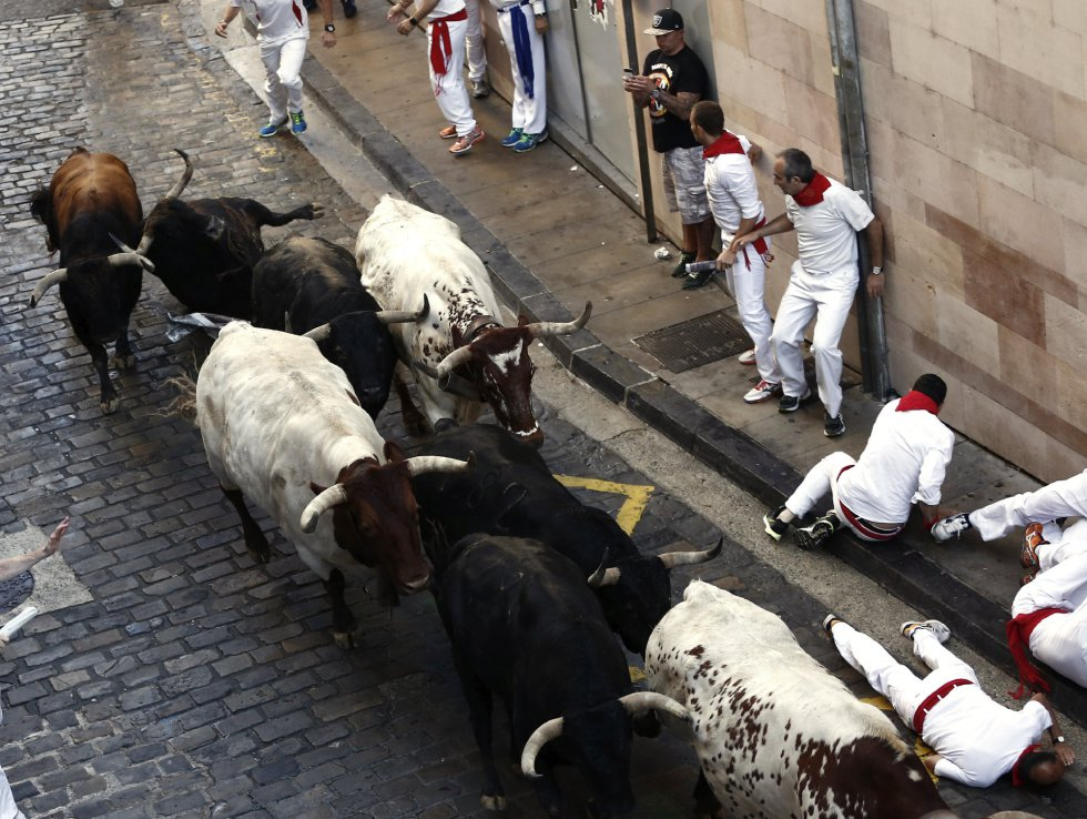 Tramo de la Cuesta de Santo Domingo donde la manada agrupada la ha recorrido a gran velocidad.