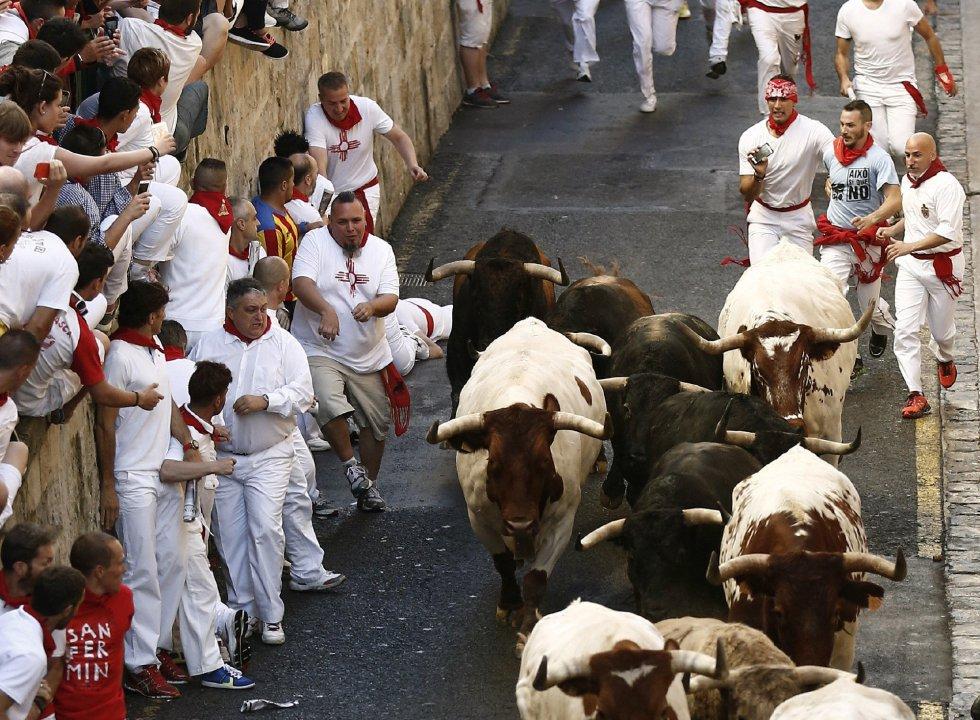 Otro momento de la carrera en la cuesta de Santo Domingo.