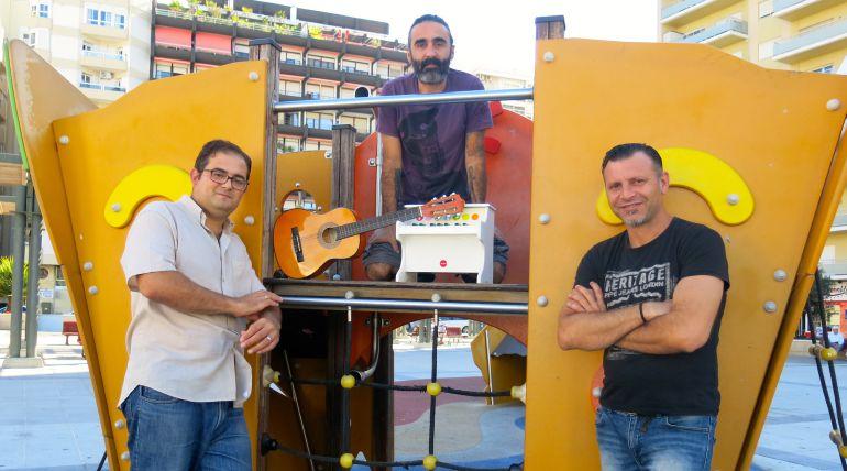 Félix Martínez, Miguel Rodríguez Mora y Paco Atómiko en la Glorieta Ingeniero La Cierva de Cádiz