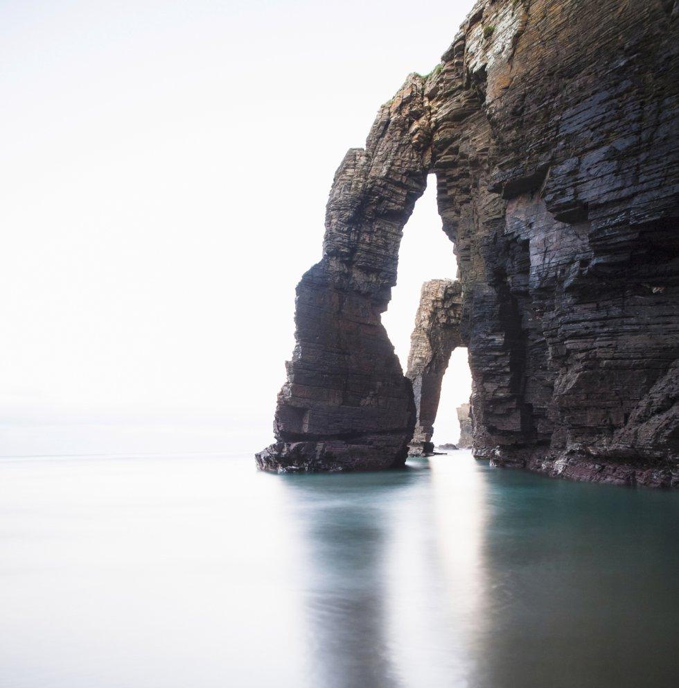 El agua erosionó las rocas para construir grandes monumentos naturales