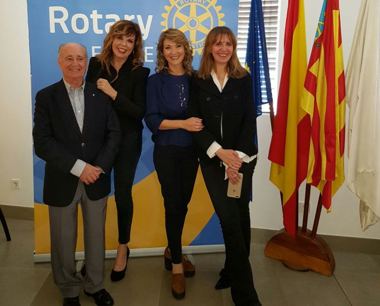 Belinda Washington y miembros del Rotary Club