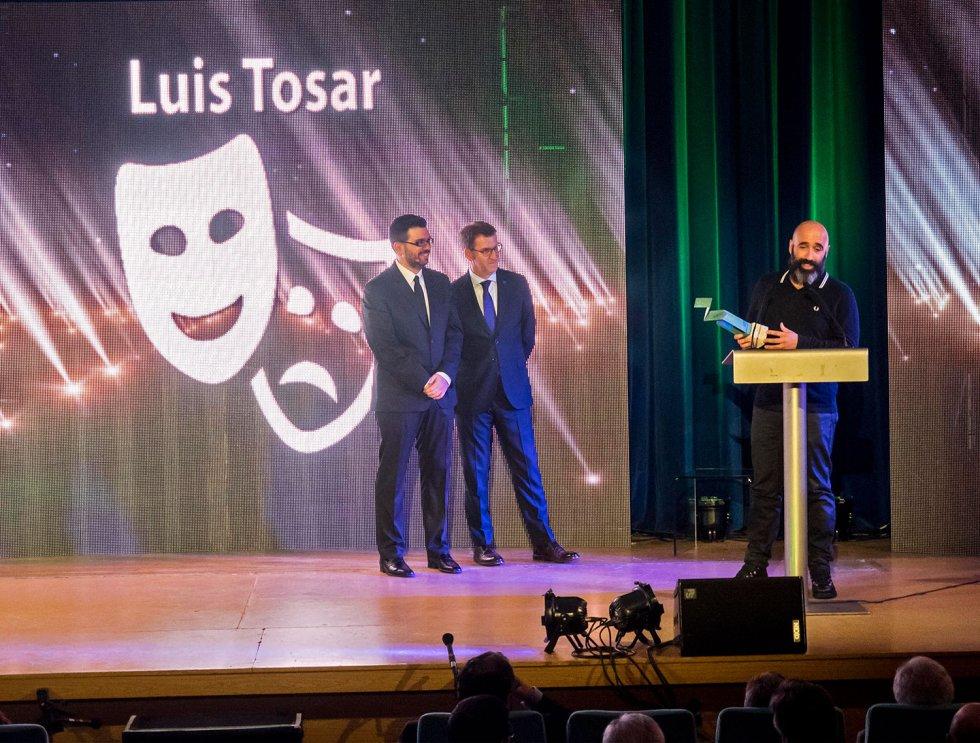 Esteban de la Iglesia agradece el premio en nombre de Luis Tosar