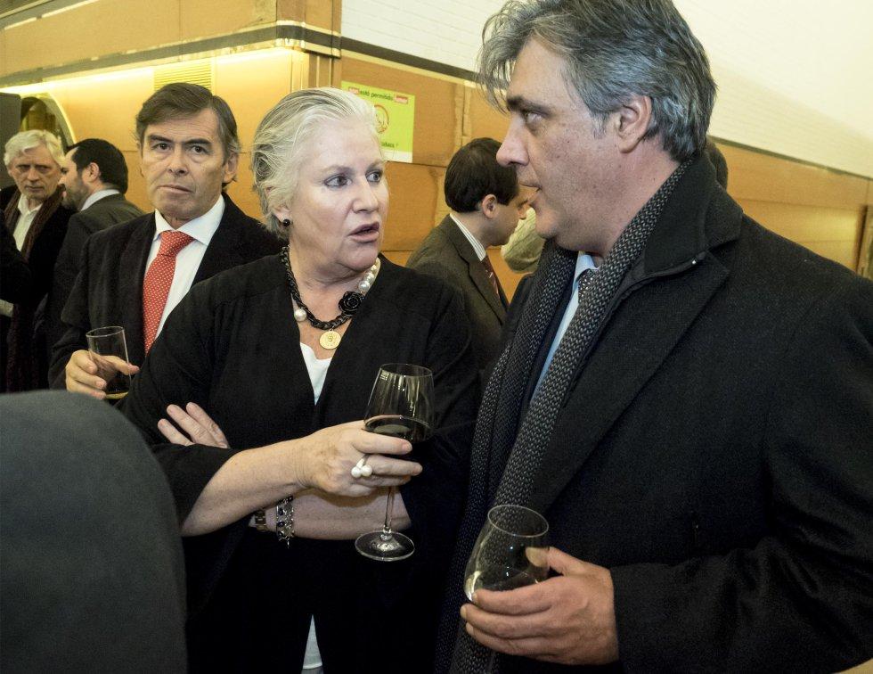 Pedro Puy, portavoz del grupo del PP en el Parlamento de Galicia, y Pepa Castro, concejala del PP
