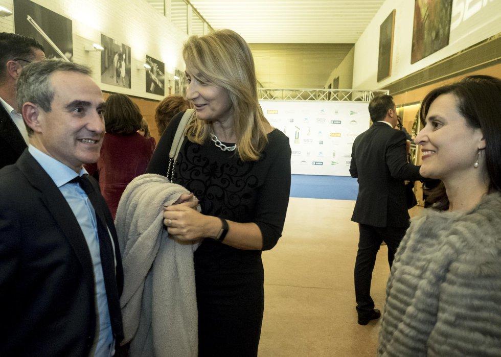 El director comercial de la SER, Mario Moreno, con Amalia Baltar, de Gas Natural