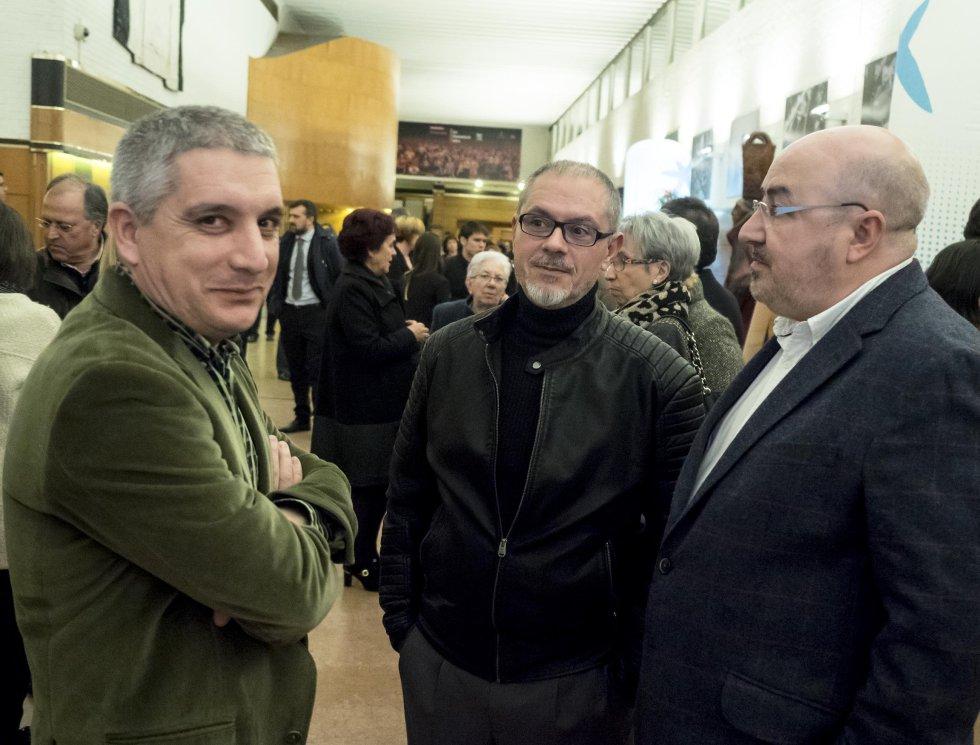 Roberto García y José Darriba, de UUAA, con Luis Iglesias, redactor de Radio Galicia