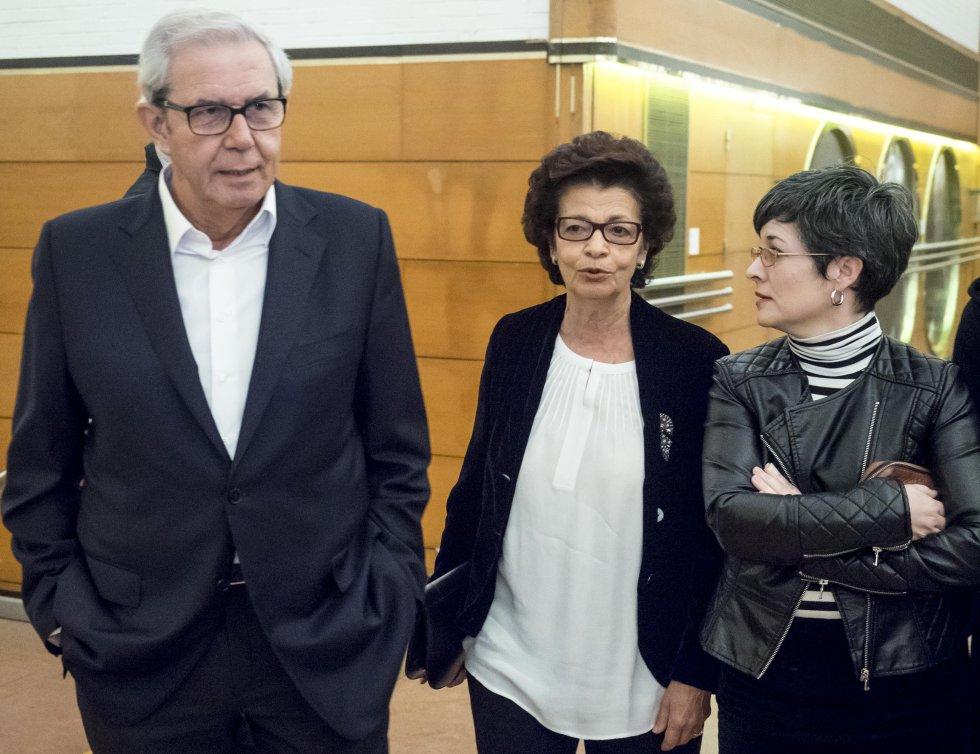 El ex-presidente de la Xunta, Emilio Pérez Touriño, con su esposa Esther Cid, y Patricia Vilán