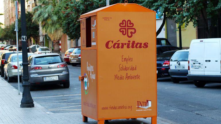 Más contenedores de ropa usada en Valencia | Radio Valencia | Cadena SER