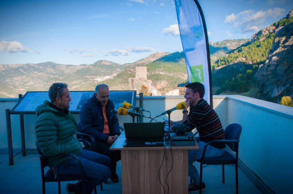 César García entrevista al alcalde de La Iruela, José Antonio Olivares, y al empresario turístico, Juan Benavente.