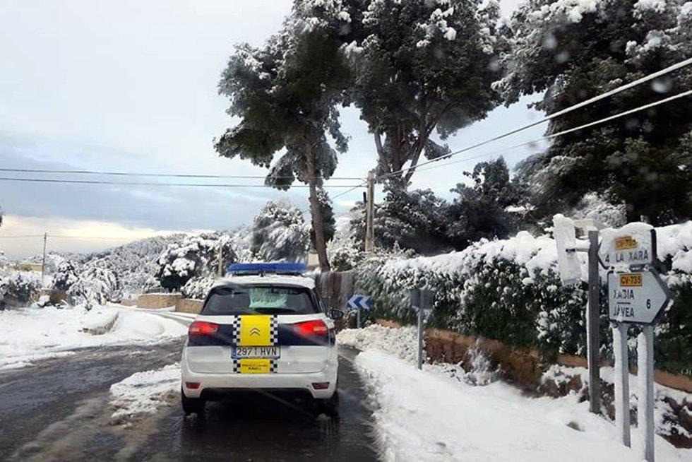 Nieve en la carretera CV-735 en Xàbia.