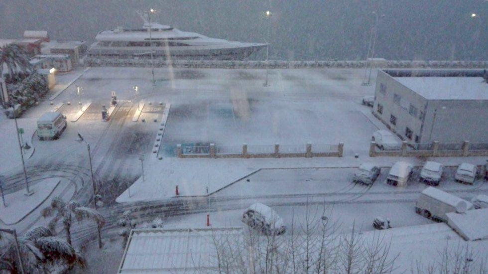 La nieve cubre por completo el puerto de Denia