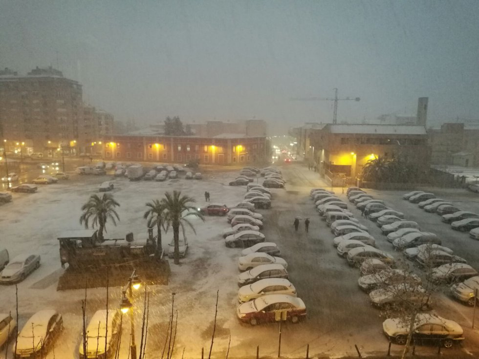 Torrevieja amanece cubierta por un manto blanco