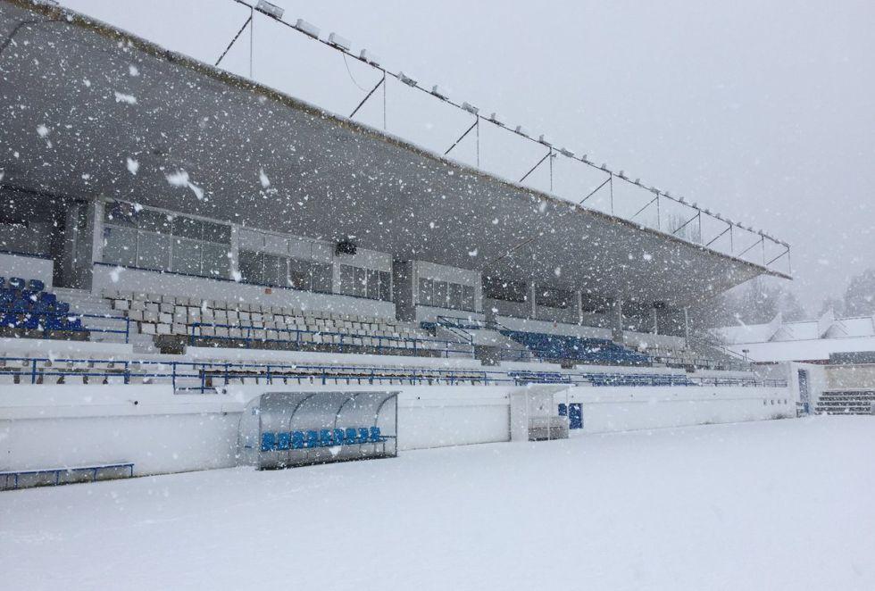 El campo de la UD Almansa ha amanecido nevado y han suspendido el entrenamiento que se debía haber realizado este jueves