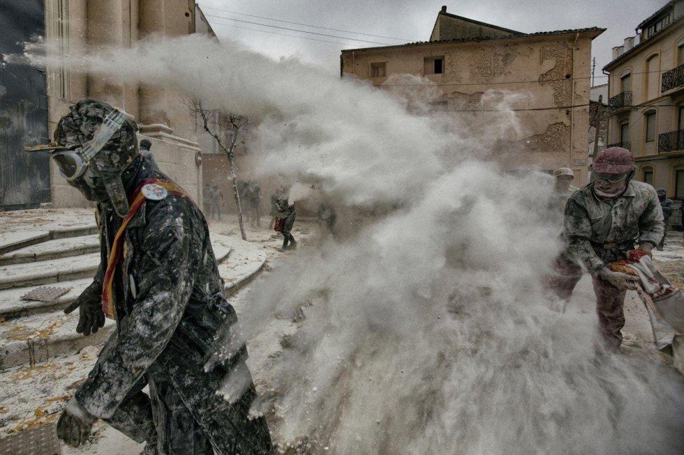"""Ibi, Alicante: 10 imágenes de """"Els enfarinats"""" en el podio del World Press Photo"""