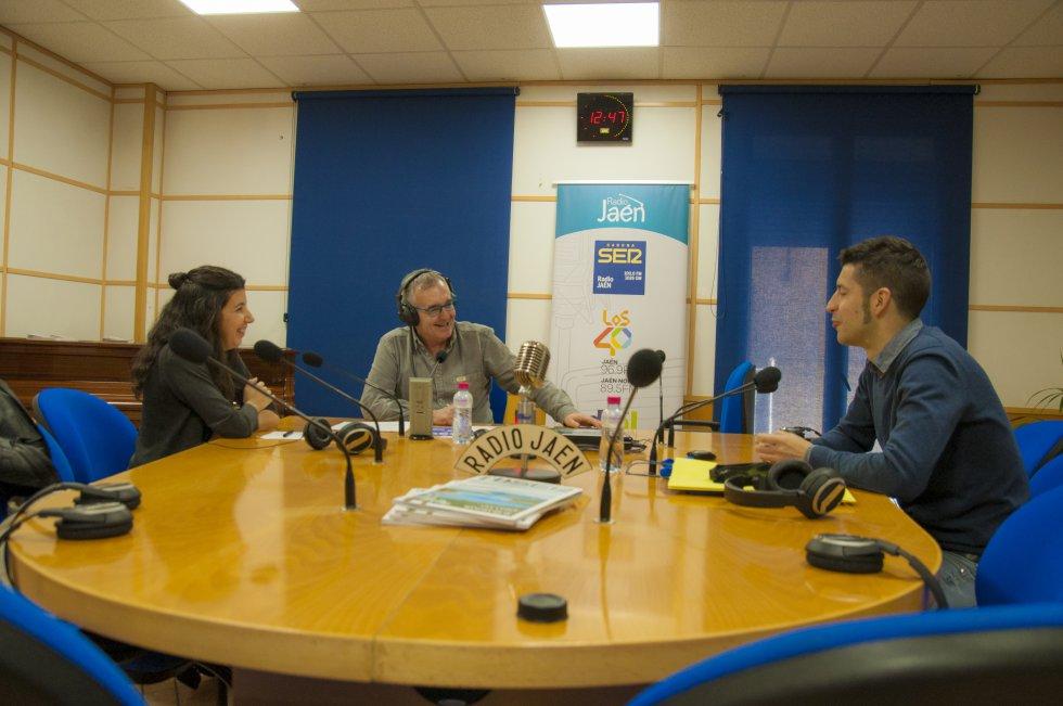 Pedro Melguizo entrevista a Carlos Campos, profesor de Diseño Gráfico, y Vicky Rodríguez, coordinadora de enseñanzas artísticas superiores del centro.