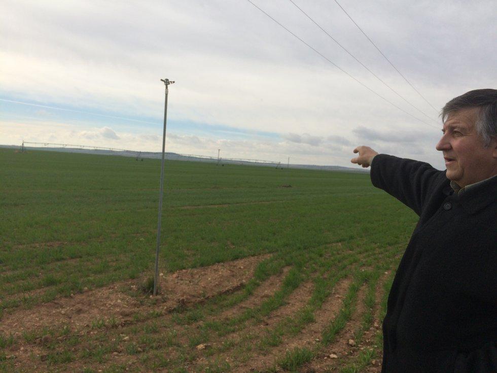 El agricultor Jorge Navarro nos enseña sus cultivos