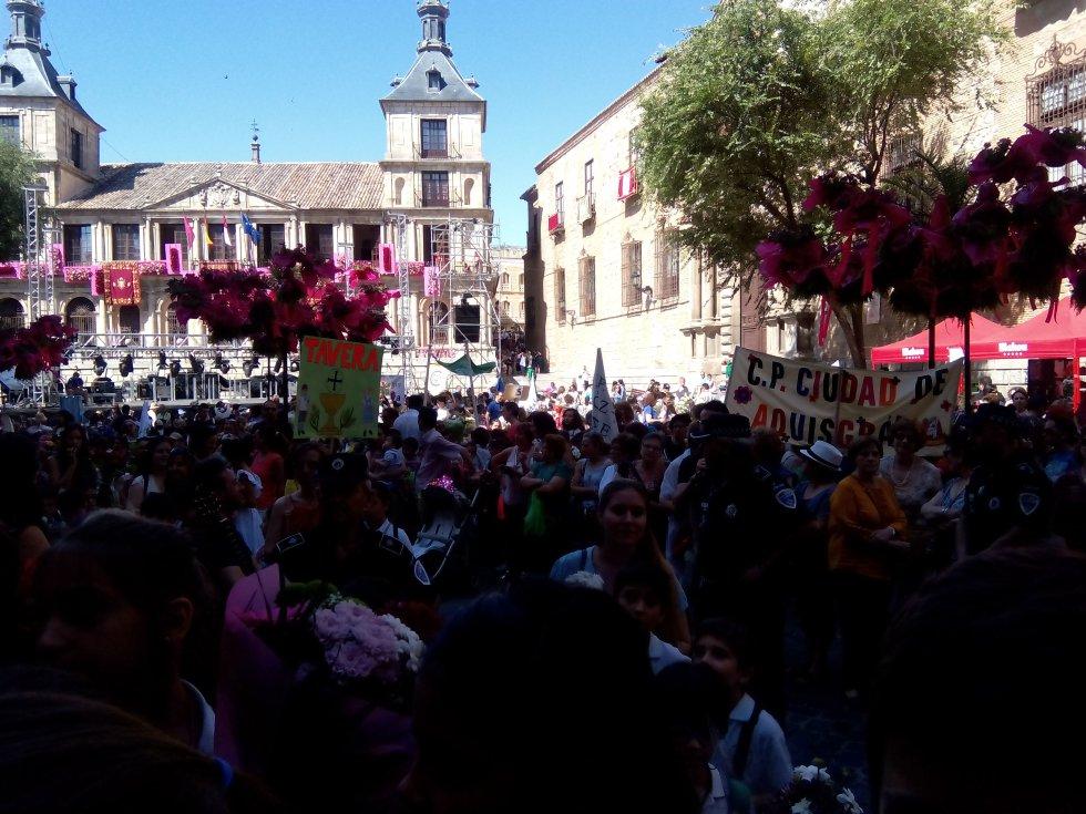Panorámica de la plaza del Ayuntamiento de Toledo en la ofrenda del Corpus
