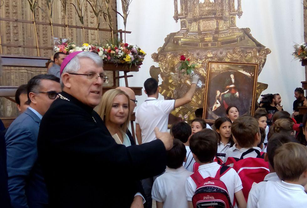El arzobispo de Toledo, Braulio Rodríguez, en la ofrenda floral