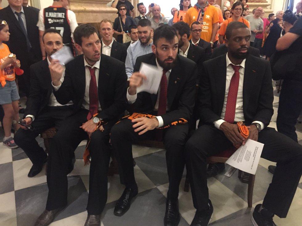 Van Rossom, Oriola y Thomas, en la Basílica