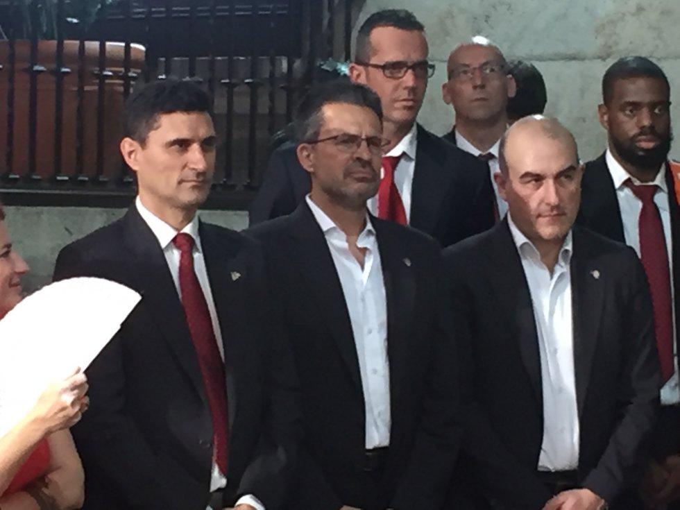 Pedro Martínez, junto a sus compañeros de cuerpo técnico en el Palau de la Generalitat