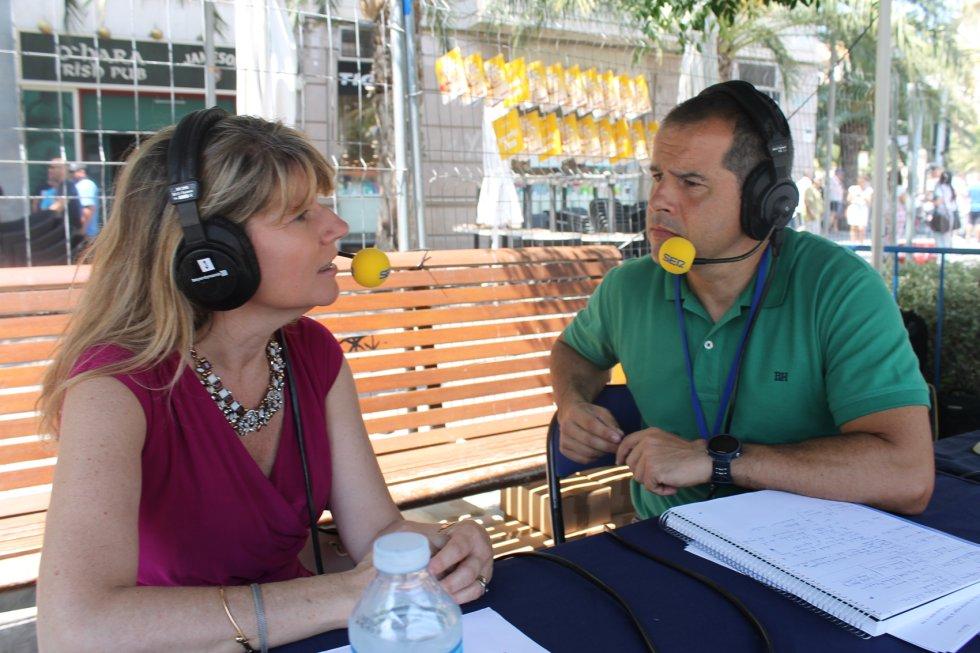 Cristina Rodes, presidenta de la Asociación de Hoteleros de la Provincia de Alicante, y Carlos Arcaya
