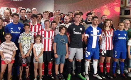 El Athletic presenta sus camisetas para la temporada 2017 2018 ... bfb4e672a1e6c