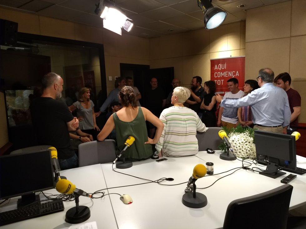 Después de la despedida, Gemma charla con parte de la redacción de Radio Barcelona