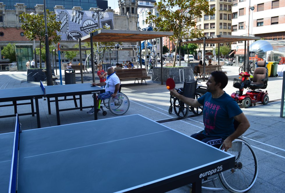 Ping pong adaptado en 'Open Jaia', con la Fundación Saiatu