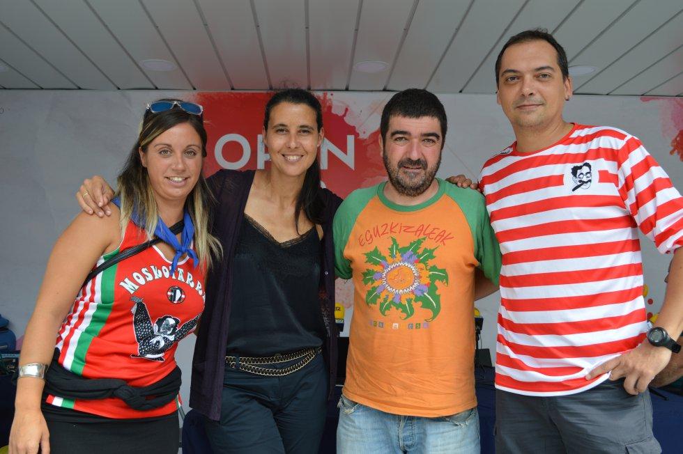 Azul Tejerina con Janire, de Moskotarrak, Gari, de Eguzkizaleak, y Joseba, de Txomin Barullo.