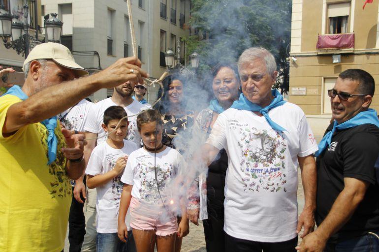 Francis Valero, pregonero de las Fiestas Mayores 2017 enciende la mecha de la traca