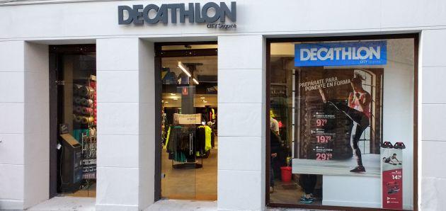 83fe02b6738 Fachada de Decathlon City en la Calle Real de Segovia