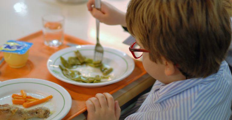 Familias desfavorecidas abandonan el comedor escolar en Madrid ...