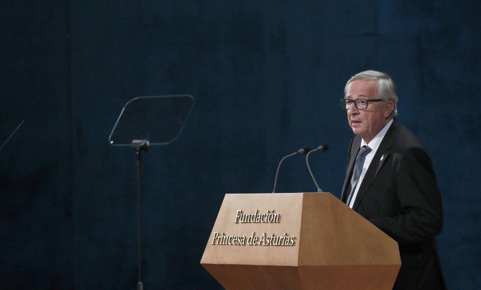 El presidente de la Comisión Europea, Jean Claude Juncker, tras recoger el Premio Princesa de Asturias de la Concordia 2017 otorgado a la Unión Europea, interviene en la ceremonia de entrega de los galardones, hoy en el Teatro Campoamor de Oviedo