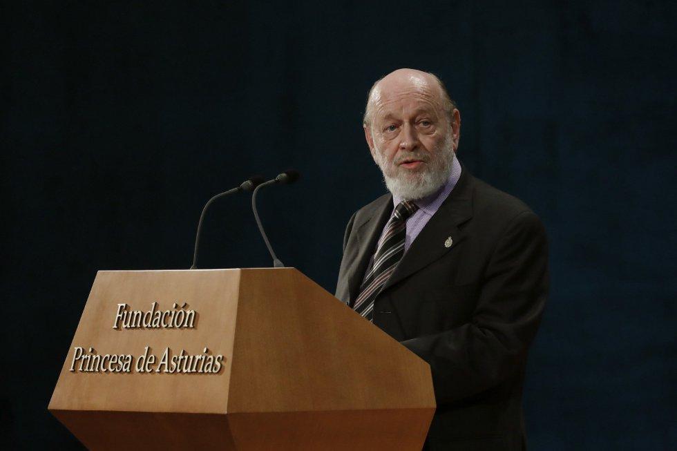 Marcos Mundstock, miembro de Les Luthiers, Premio Princesa de Asturias de Comunicación y Humanidades, durante su intervención en la ceremonia de entrega de los premios Princesa de Asturias 2017, hoy en el Teatro Campoamor de Oviedo.