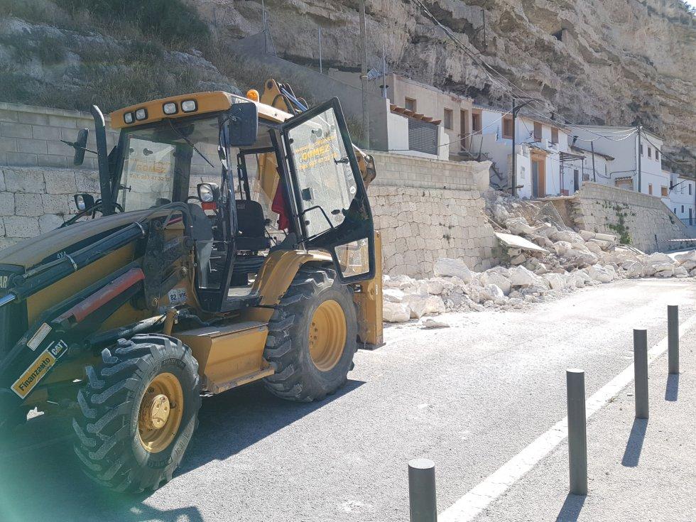 Los trabajos han comenzado unas horas después de la caída de rocas