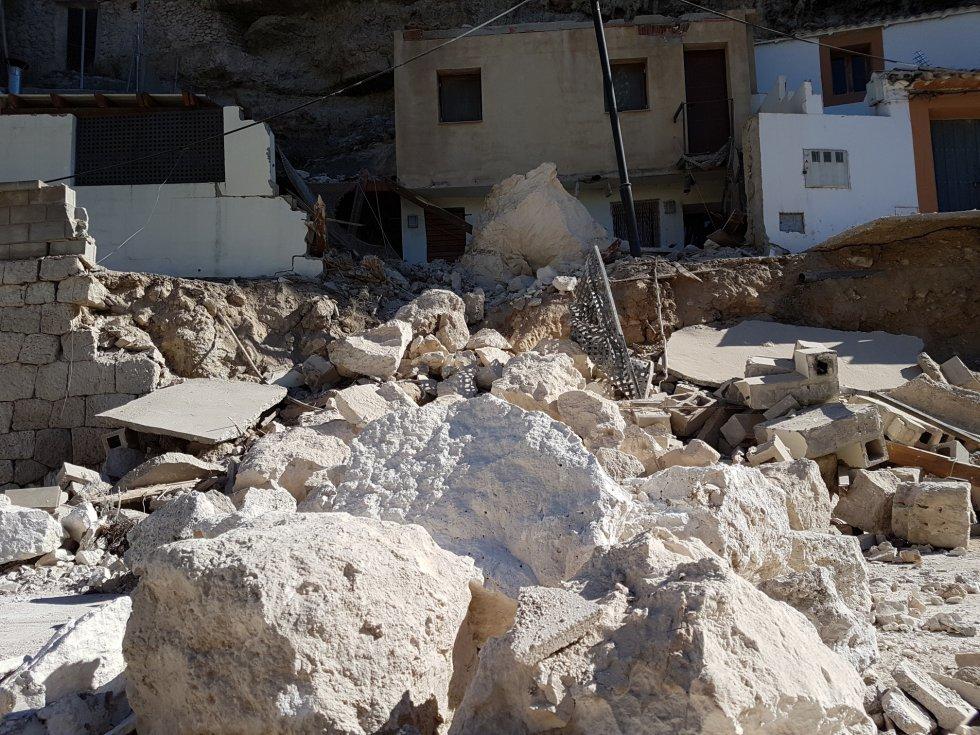 Han caído unos 40 metros cúbicos de piedras