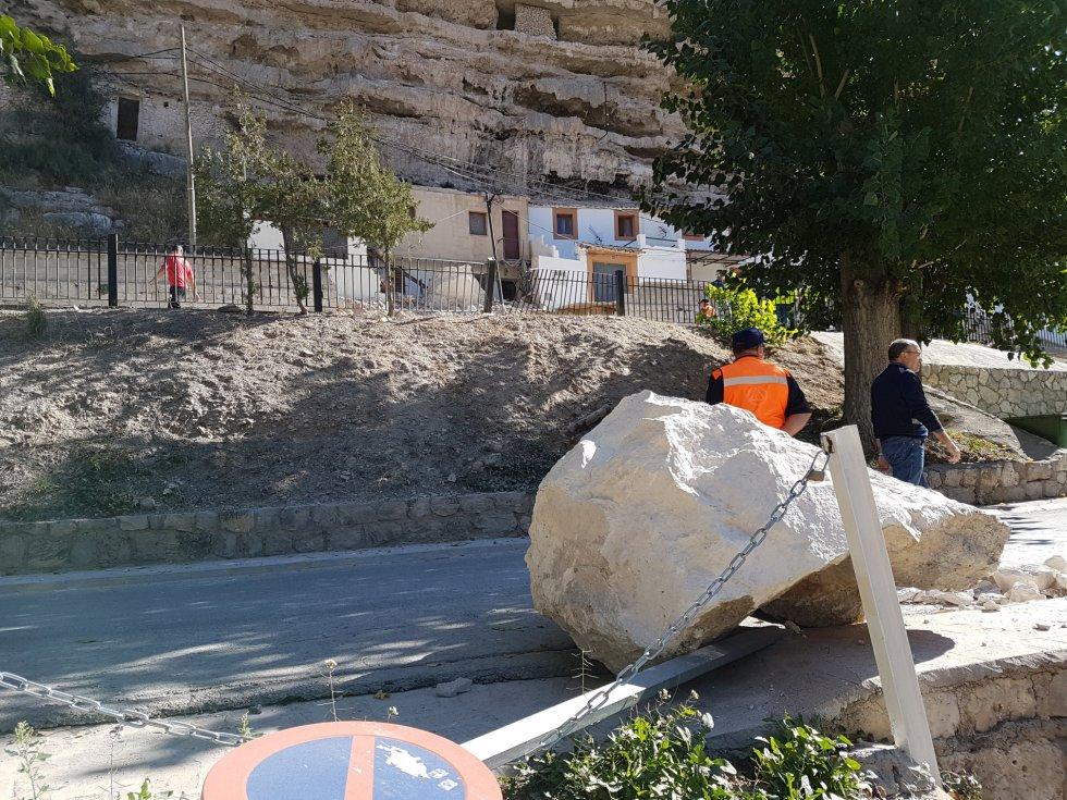 Una de las piedras ha llegado hasta la Avenida de los Robles