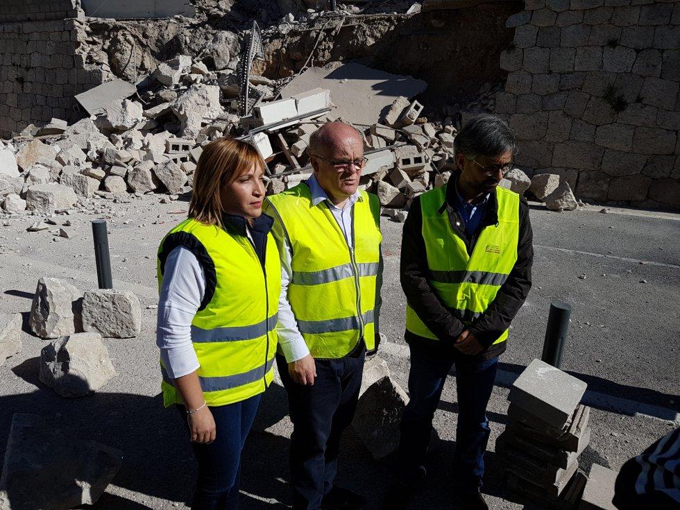 El delegado de la Junta, la directora de Fomento y el alcalde de Alcalá del Júcar