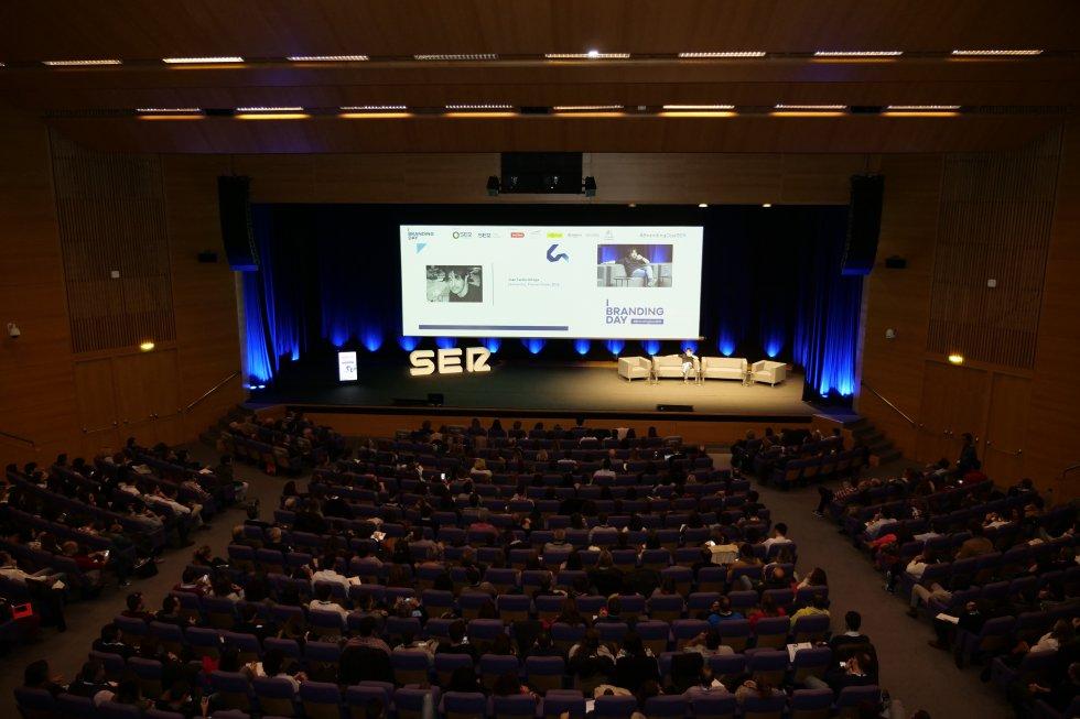 Vista general del escenario principal en el Palacio de Congresos de Valencia