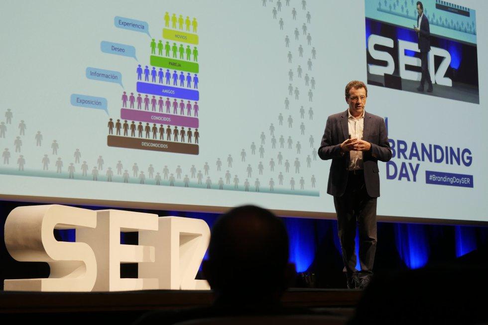 """Féliz Muñoz, que durante 25 años ha gestionado las marcas de Coca-Cola, Telefónica-Movistar y Cepsa, realiza su ponencia """"El marketing como motor de todos los negocios"""