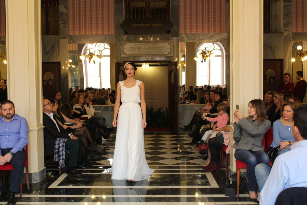 Cayetana Ferrer muestra su colección más Parisina en el Romea